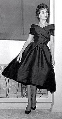 Как носить платье черного цвета