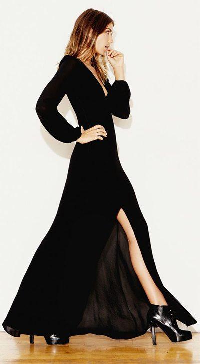 Разрез на платье усиливает контраст!