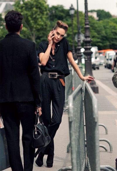Черная рубашка, брюки и стильный ремень