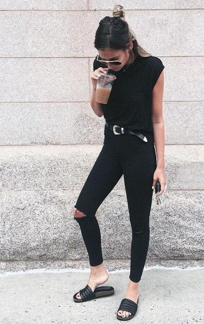 Черные джинсы скинни и футболка