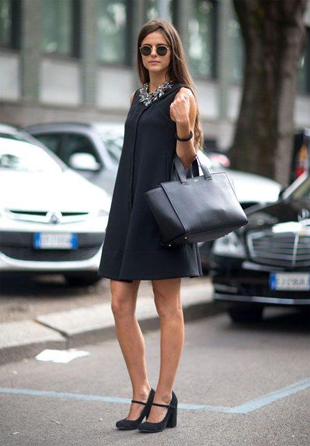 Как одеваться летом на работу? В маленькое черное платье, например