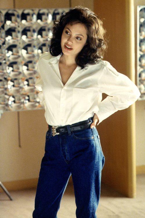 Анджелина Джоли в роли культовой модели 70-х Джии Каранджи
