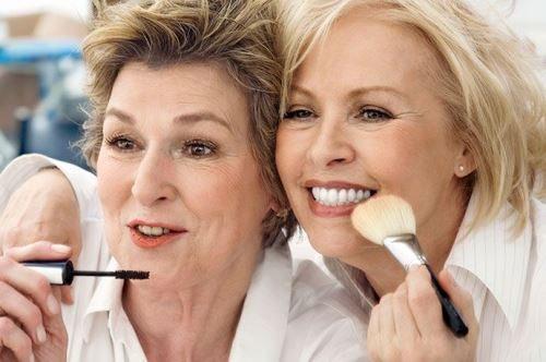 Макияж не помешает в любом возрасте, а макияж для женщин после 50 лет — просто необходим!