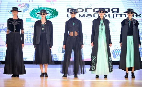 Дизайнеры одежды Алина Костюк и Нина Медведчук уделили много внимания аксессуарам и головным уборам