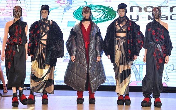 Третье место в конкурсе и приз за самые креативные look'и от украинского дизайнера одежды Ростислава Русинова