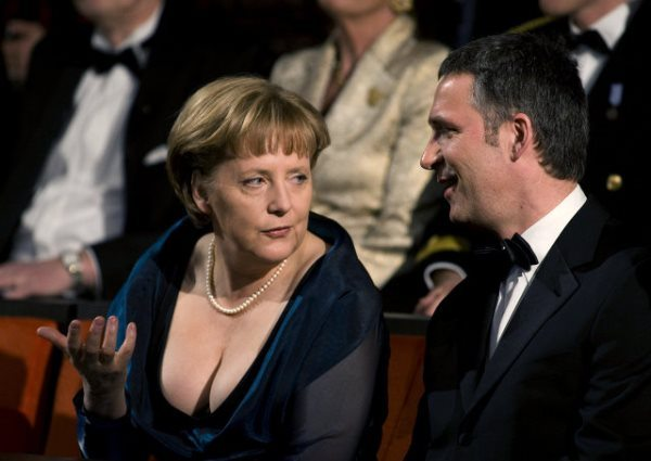 Декольте Ангелы Меркель