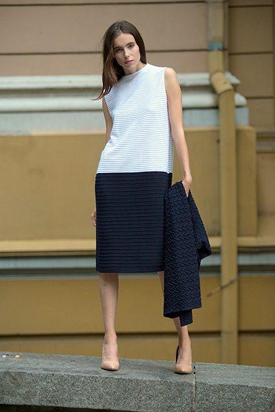 Летнее трикотажное платье в деловом стиле
