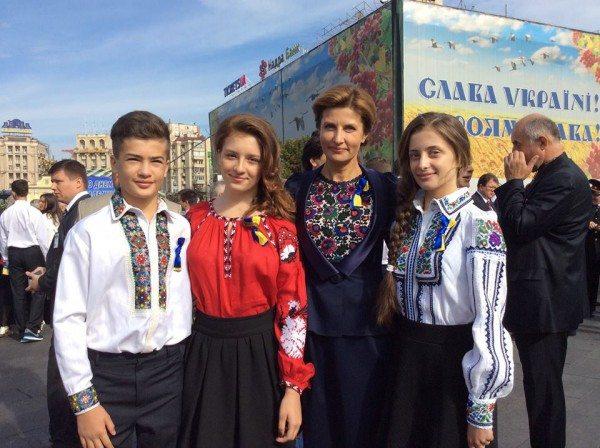 Марина Порошенко с детьми в вышиванках