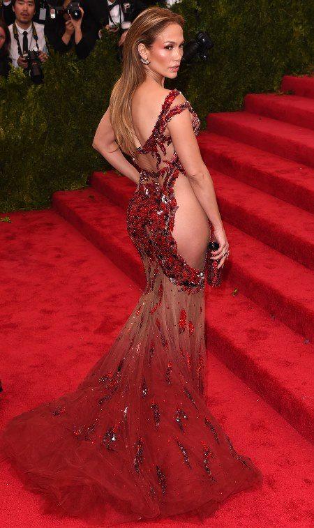 Дженнифер Лопес в очень смелом вечернем платье на Met Gala в 2015 году