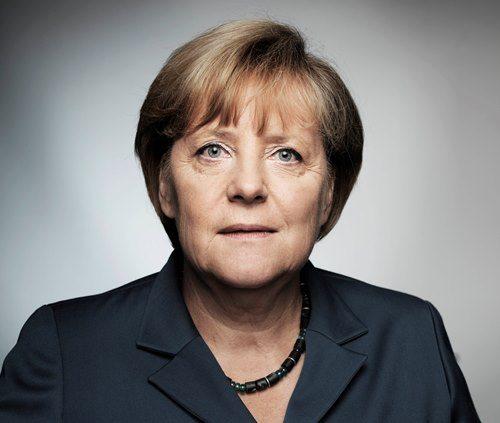 Теплый оттенок волос и естественный макияж делают Ангелу Меркель стильной и ухоженной