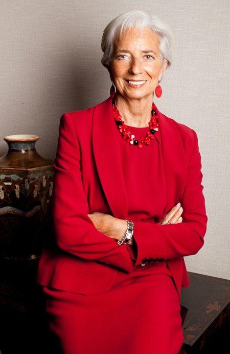 Деловой костюм женщины-политика вполне может быть и красного цвета