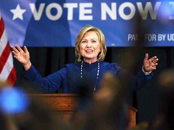 Хиллари Клинтон (2016) на публичном выступлении в ходе своей предвыборной кампании