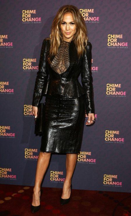 Дженнифер Лопес в кожаном костюме от Gucci