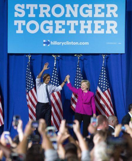 Действующий президент Барак Обама публично поддержал Хиллари Клинтон в ее предвыборной кампании