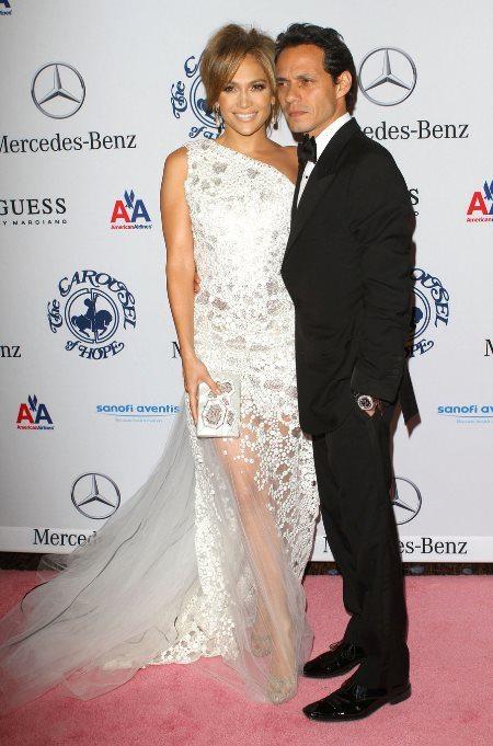 Роскошный стиль Дженнифер Лопес: платья в пол, подчеркивающие женственные формы