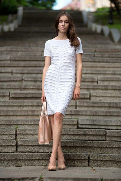 Белое вязаное летнее платье от отечественного производителя