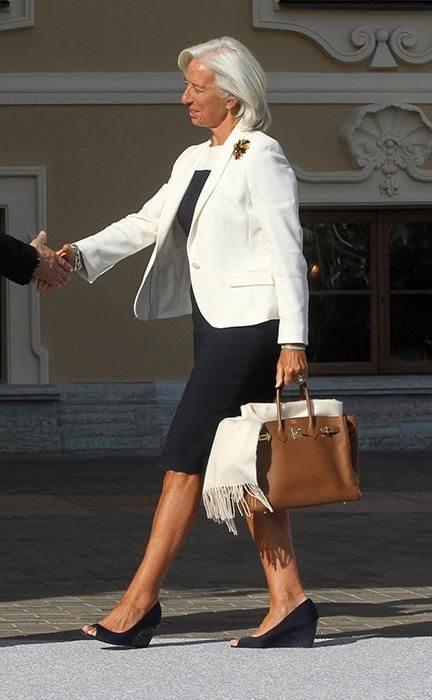 Деловая женская одежда в гардеробе Кристин Лагард: черный и белый образуют стильный контраст