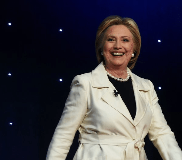Хиллари Клинтон в белом костюме