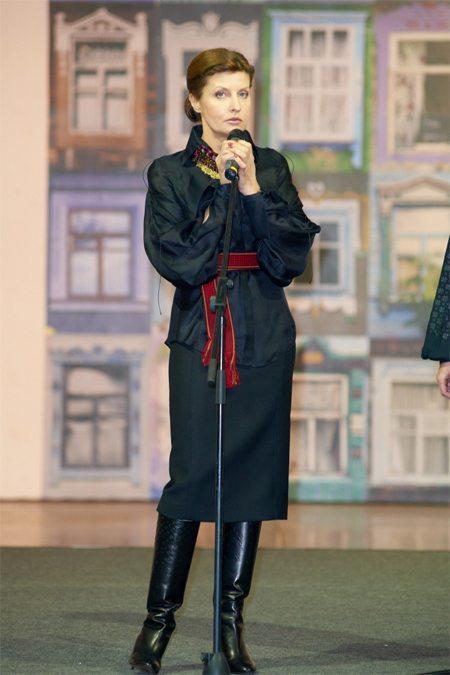 Марина Порошенко с легкостью сочетает классический и этнический стили