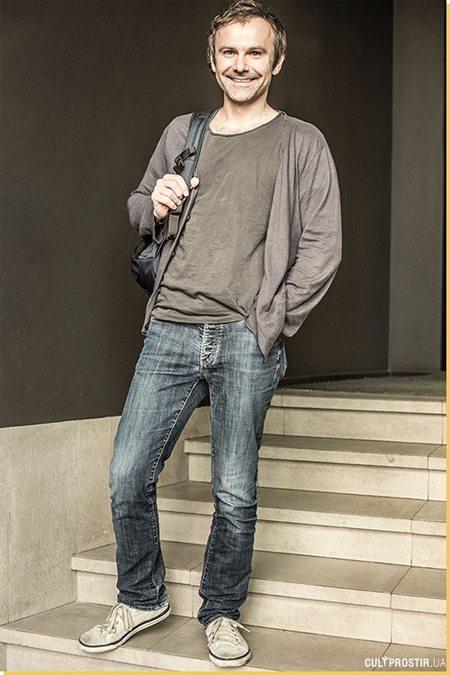 В гардеробе Святослава Вакарчука джинсы самых разных фасонов и расцветок