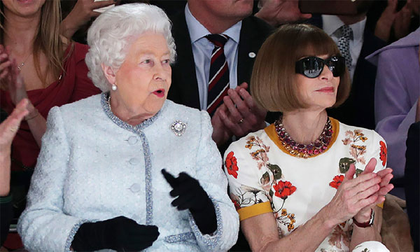 Анна Винтур и Ее Величество Елизавета II на показе в рамках Лондонской недели моды. Февраль 2018