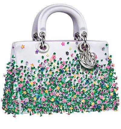 Белая кожаная сумка с цветочками