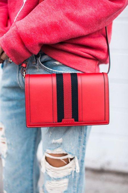 Клатч Gucci для образа в спортивном или повседневном стиле