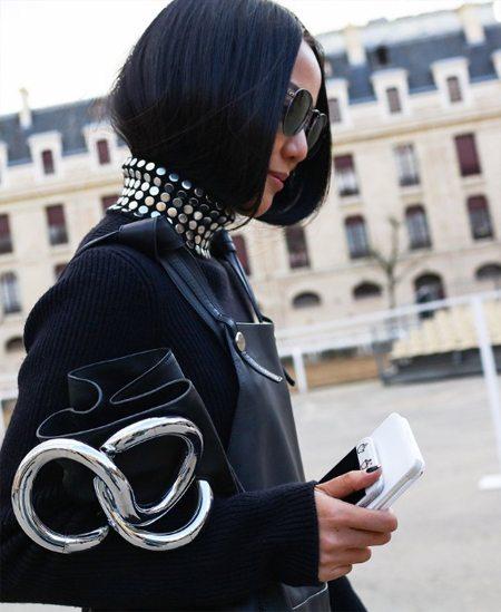 Модный образ 2016: черная водолазка и необычайно стильная сумка