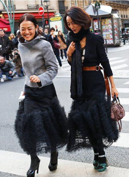 Уличные модницы в стильных юбках