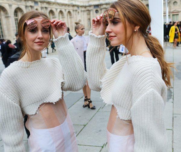 Укороченные свитера на уличных модницах