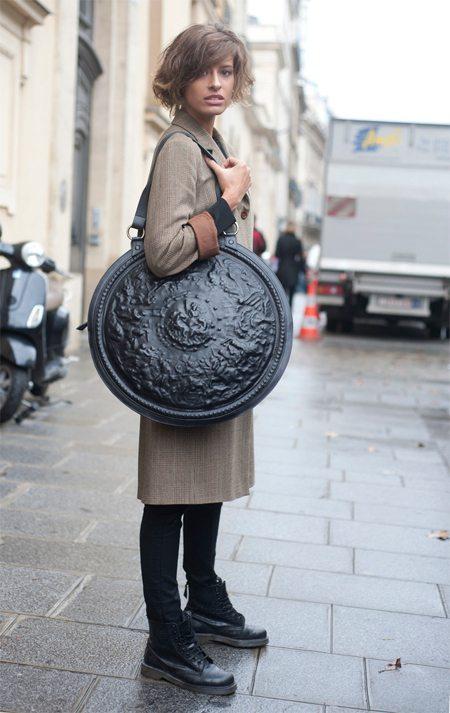 Уличная сумка со стильной брендовой сумкой