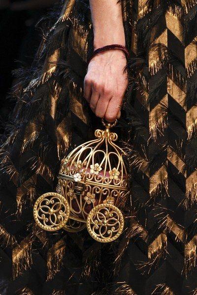 Модная театральная сумка Dolche & Gabbana осень-зима 2016-2017