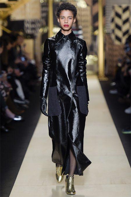 Пальто из лаковой кожи Max Mara 2016-2017