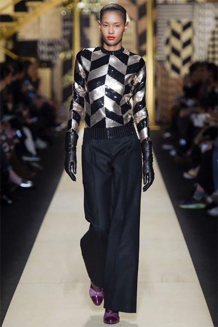 Широкие брюки и свитшот с пайетками Max Mara осень-зима 2016-2017