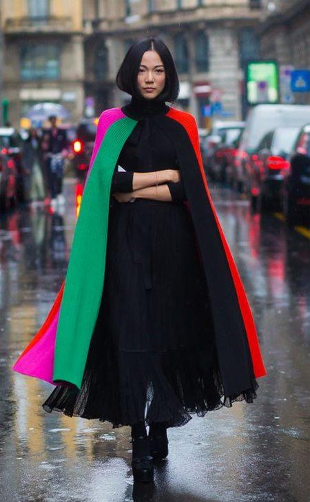 Черное шифоновое платье с пышной юбкой и кейп