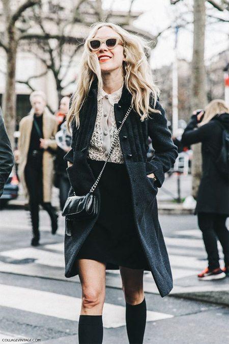 Гольфы можно носить с юбкой-трапецией и пальто