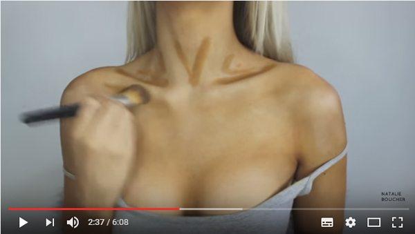 Бьюти-блогер увеличивает грудь при помощи консилеров