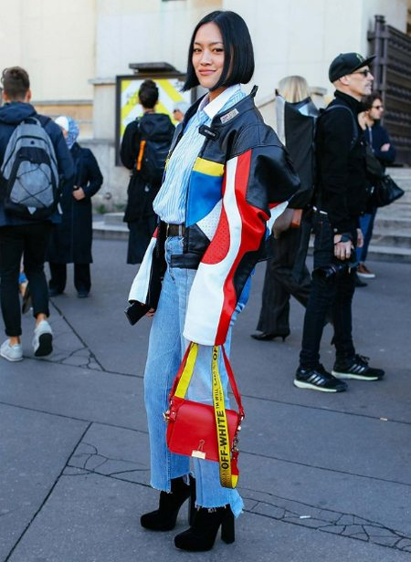 Женская куртка-бомбер от модного бренда Vetements. Неделя моды в Милане, осень 2016