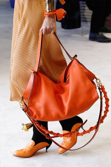 Модная сумка-тоут цвета Flame by Loewe SS 2017