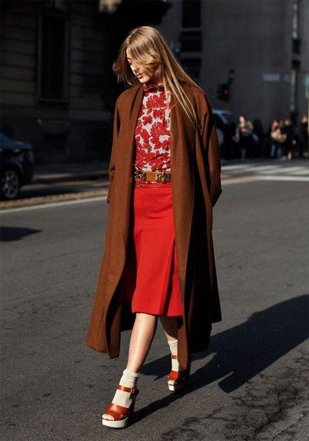 В стиле ретро 40-х: модницы носят носки под босоножки