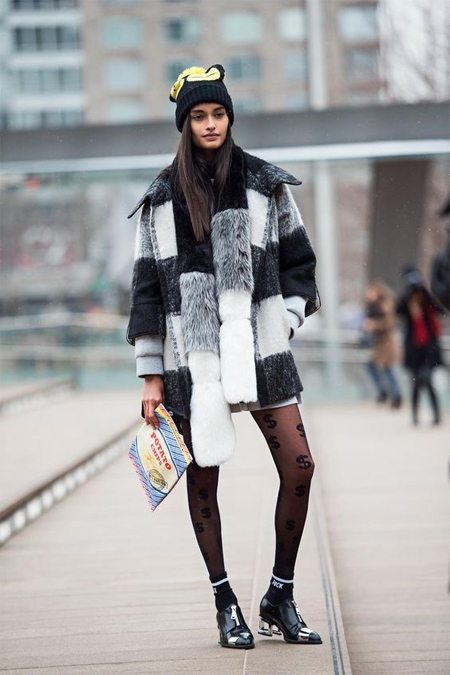 Носки можно носить даже с полушубком!