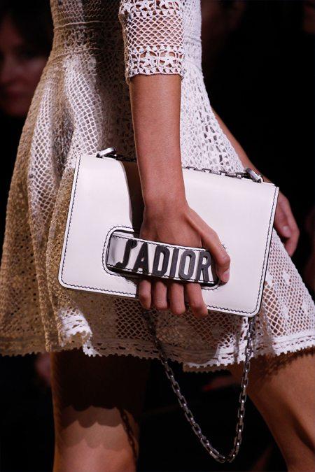 Модная сумка из коллекции Christian Dior весна-лето 2017