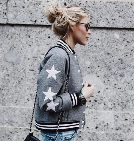 Серая куртка-бомбер со звездами