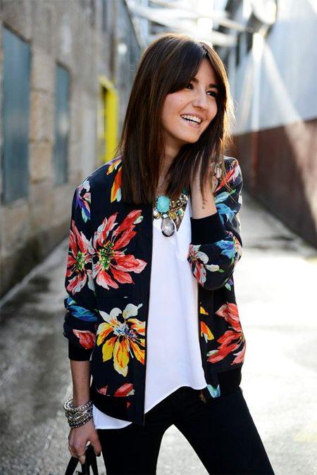 Куртка-бомбер с ну очень цветочным принтом