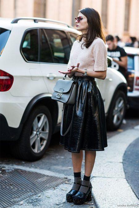Пышная юбка в сочетании с носками
