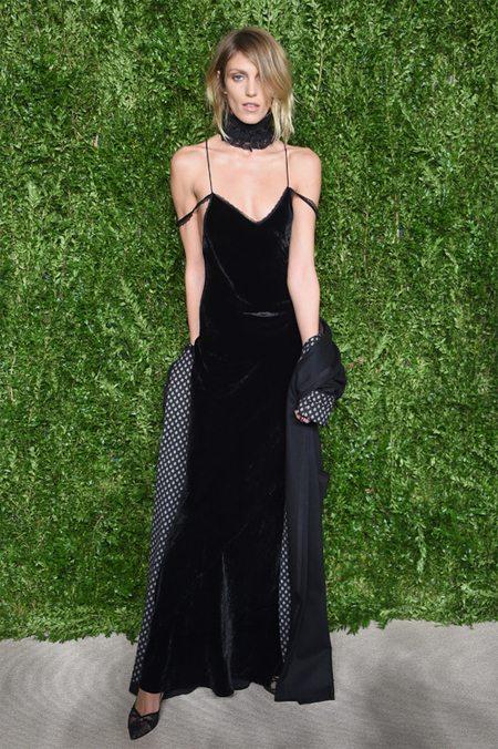 Модное бархатное платье на Анне Рубик