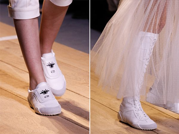 Белые кроссовки и сапоги в спортивном стиле от Christian Dior для весны и лета 2017