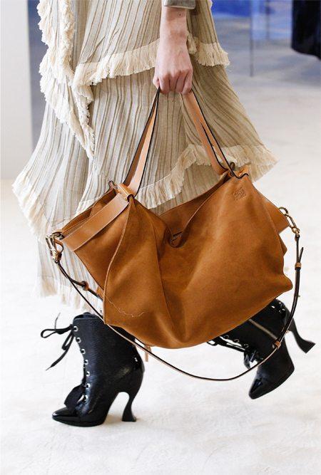 Модные ботильоны и сумка Loewe 2017