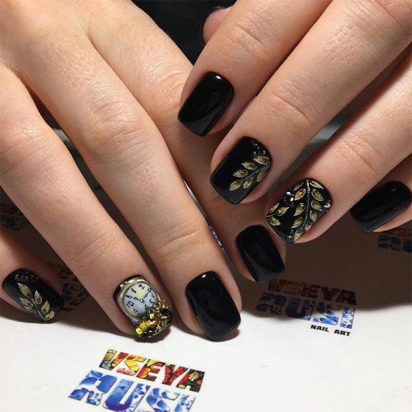 Новогодний маникюр на коротких ногтях и ногтях средней длины