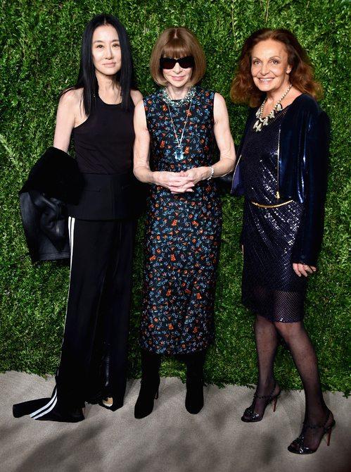 Женщины среднего возраста в модных платьях